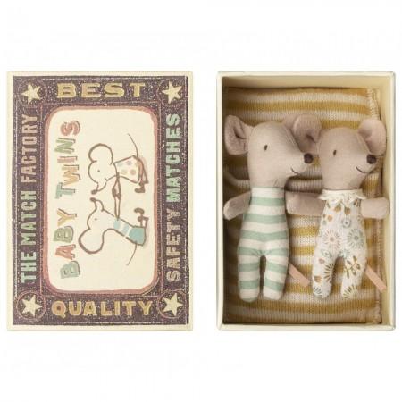Bébés souris jumeaux dans...
